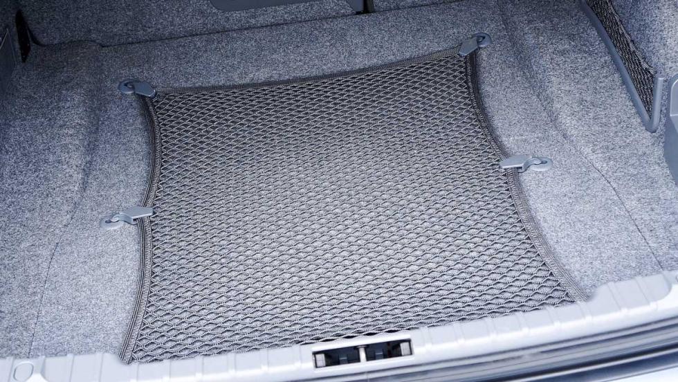 Los consejos para cargar el coche en verano... más estúpidos - ¿Redes para el maletero?