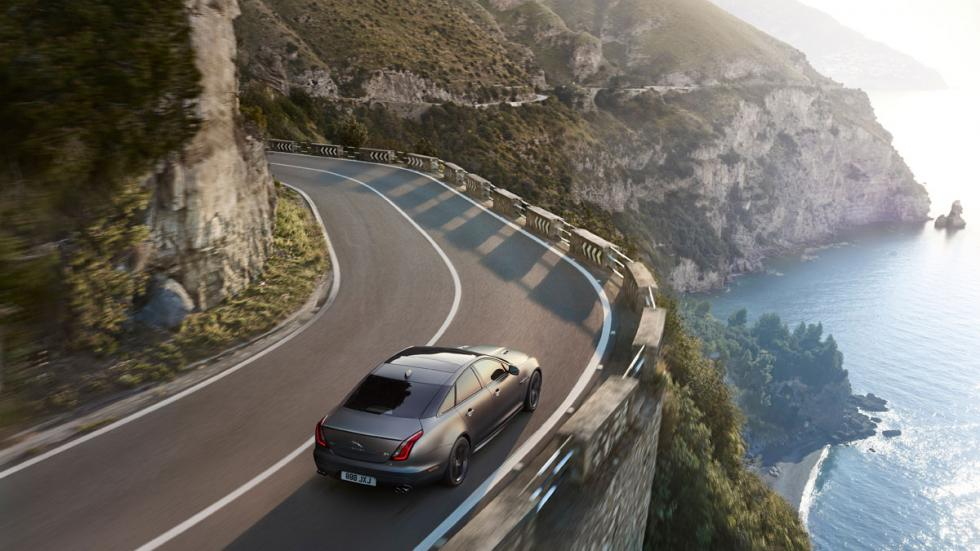 Jaguar XJR575 deportivo lujo sedán