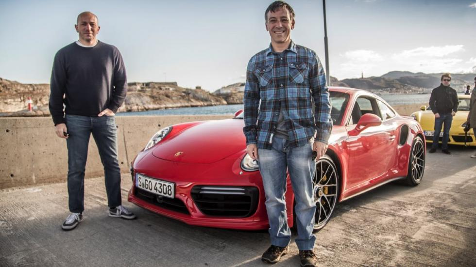 Mi compañero Paolo y yo, con nuestra primera montura en la Le Mans Unravelled