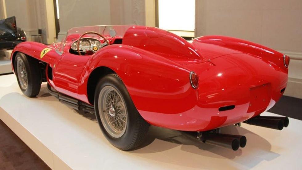 Visto desde atrás el Ferrari 250 Testa Rossa 1958 de Lauren