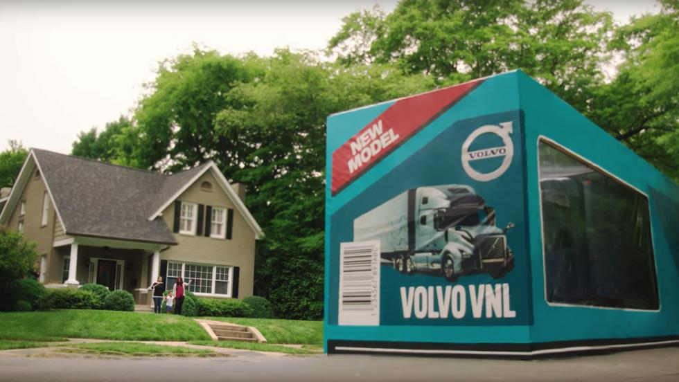 Volvo acaba de batir el récord Guinness al mayor 'unboxing'