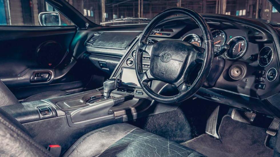 Toyota Supra interior deportivo
