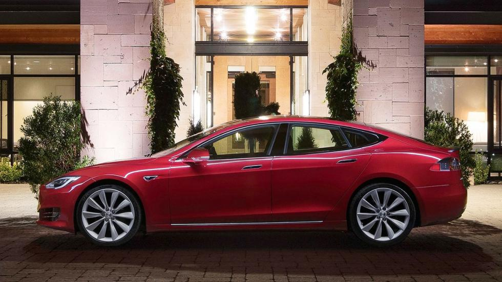 5 coches con los que debería patrullar la Guardia Civil - Tesla Model S P100D
