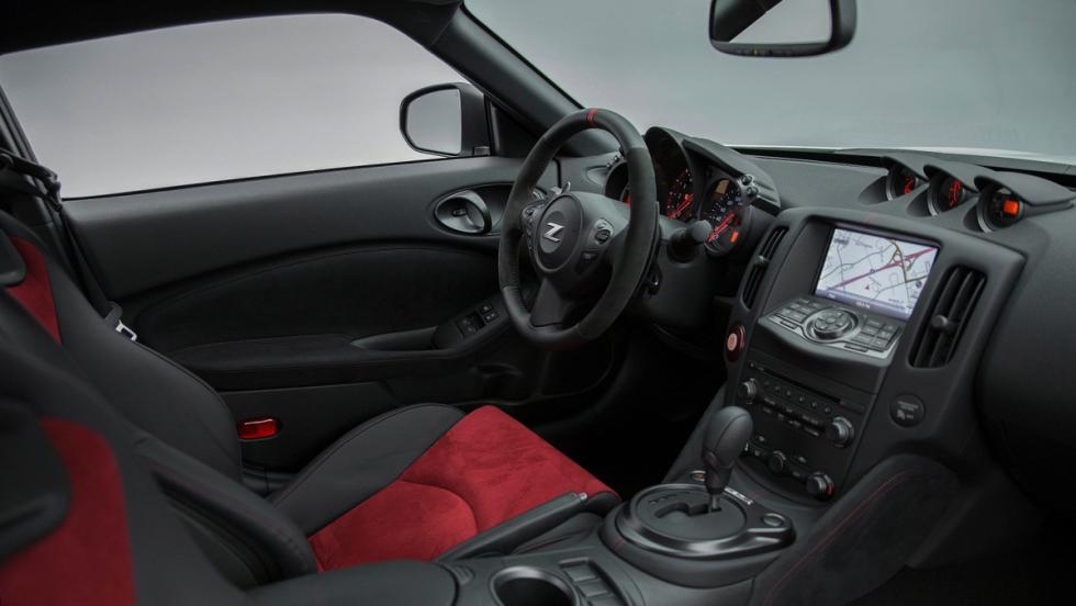 5 deportivos a los que el nuevo Cayenne Turbo dejaría en ridículo en el 0-100 - Nissan 370Z Nismo
