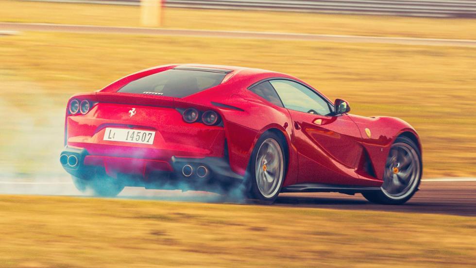 Las 5 mejores pruebas de Ferrari hechas por Chris Harris - 812 Superfast
