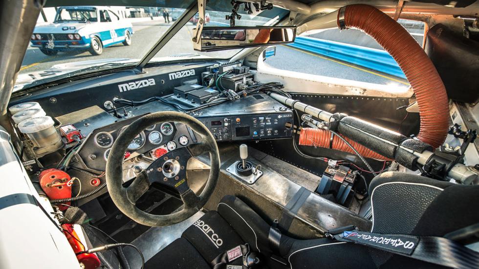 Mazda RX-7 (interior)