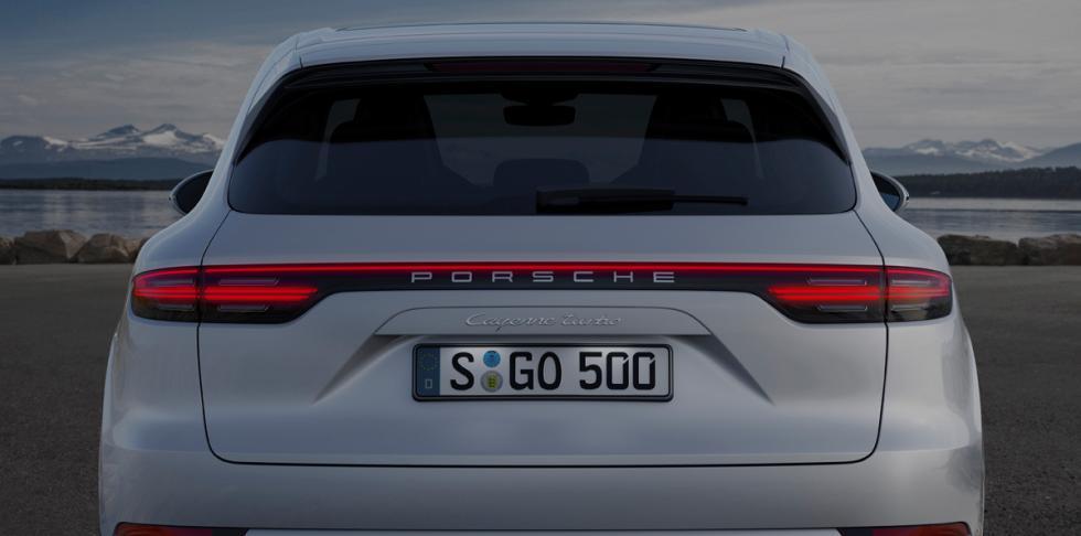 Porsche Cayenne Turbo 2018 (portón)