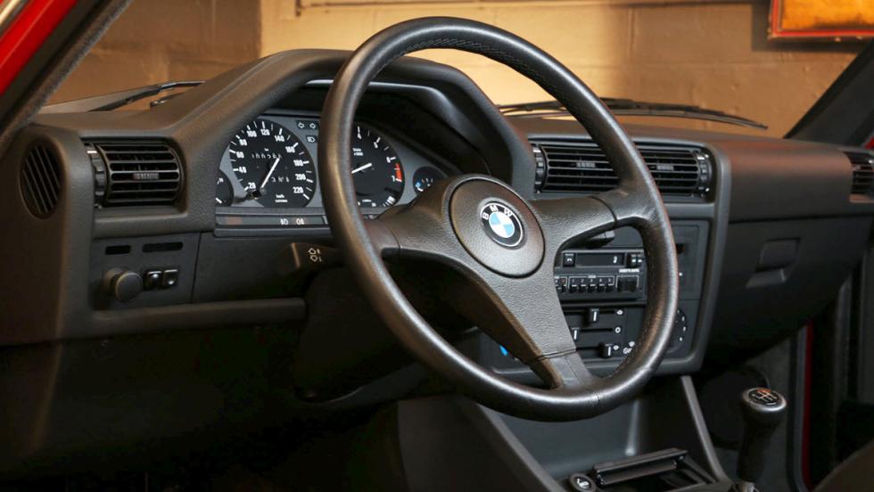 Un BMW 323 de 1985 como nuevo por... ¡69.900 euros!