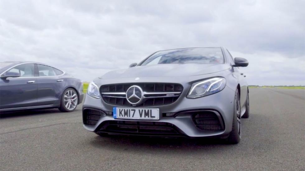 Drag Race: Mercedes-AMG E63 S 'vs' Tesla Model S P100D