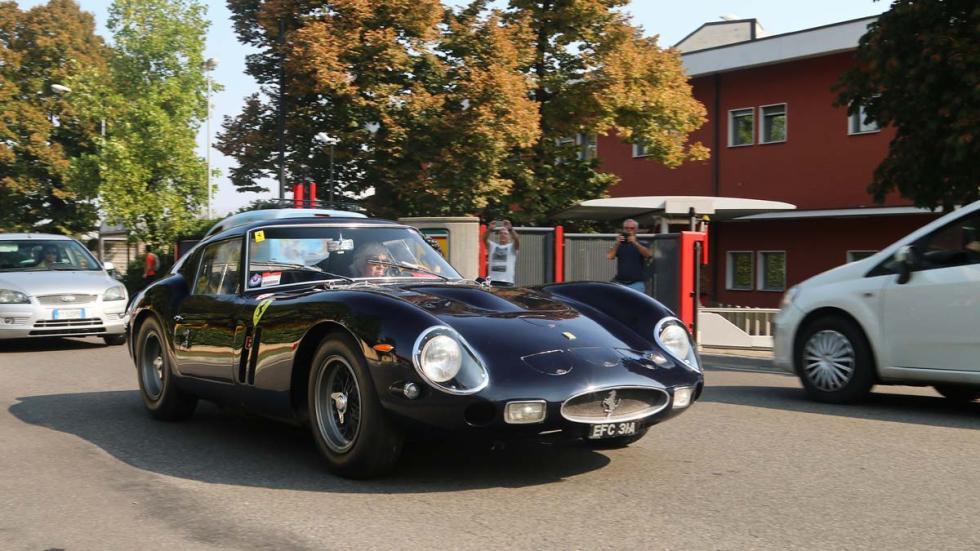 Ferrari 250 GTO por la calle roadtrip Italia