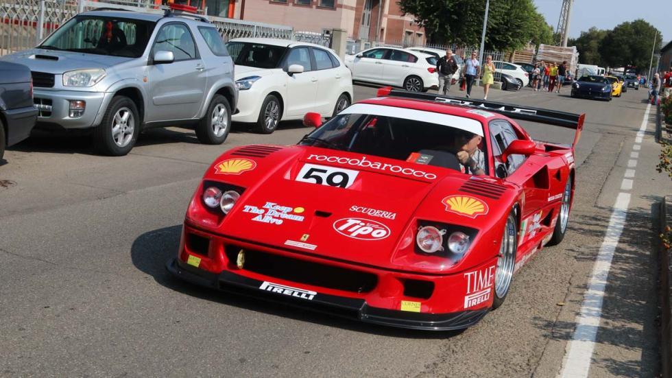 Ferrari F40 LM en la calle roadtrip Italia competicion