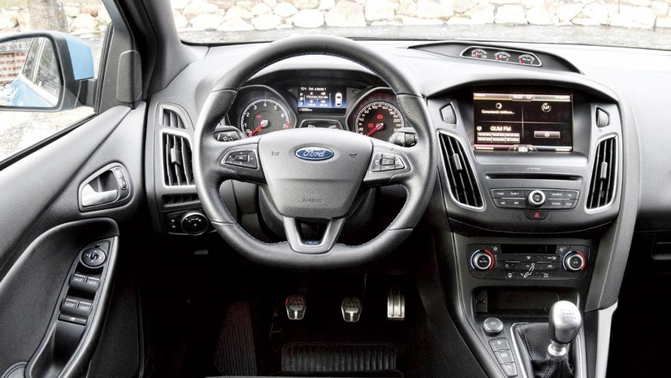 Ford Focus RS (interior)