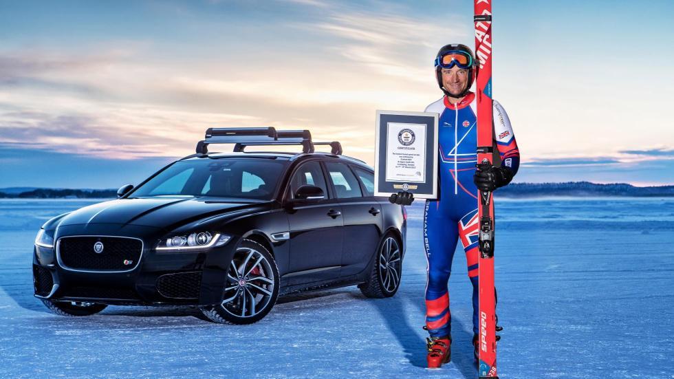 Jaguar XF Sportbrake remolcando un esquiador (VII)