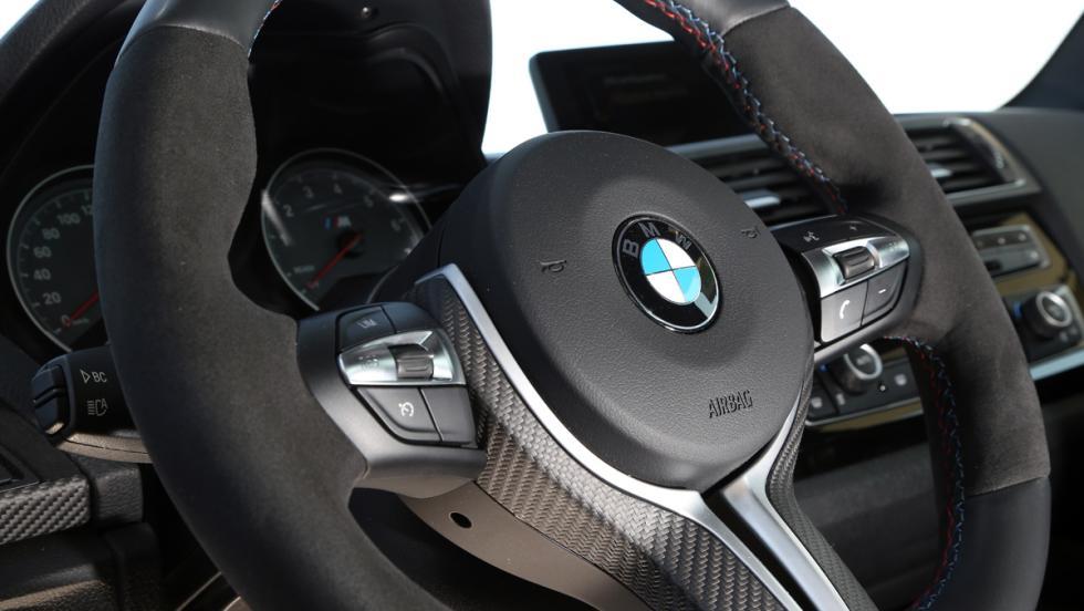 Prueba BMW M2 M Performance (detalle volante)