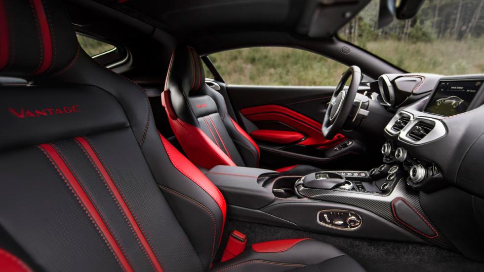 Aston Martin Vantage 2018 (interior 2)