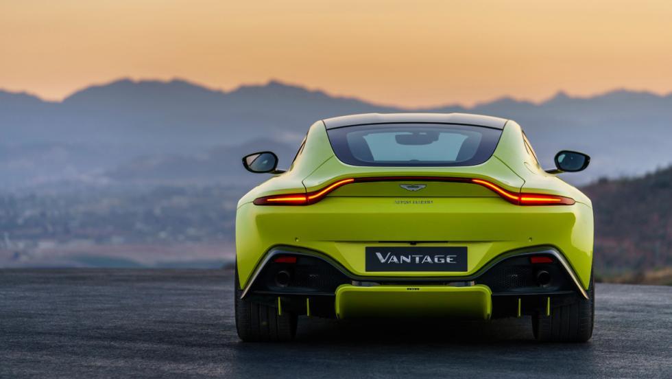 Aston Martin Vantage 2018 (trasera)