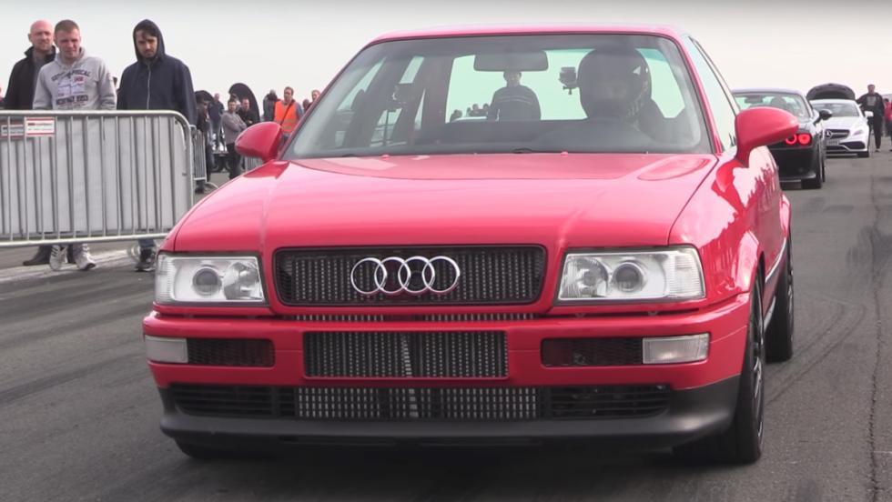 Un Audi 80 volando a 290 km/h