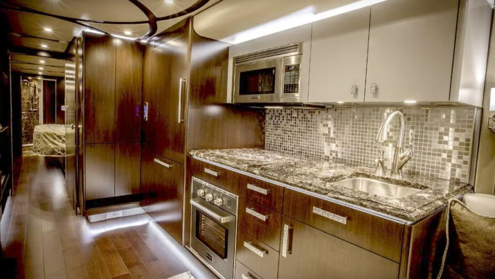 Las autocaravanas más lujosas del mundo - Featherlite Vantare Platinum Plus