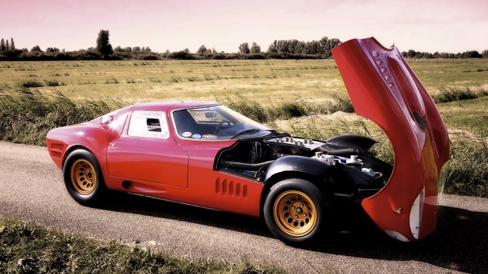 Con motor V8 de 240 CV y 800 kilos