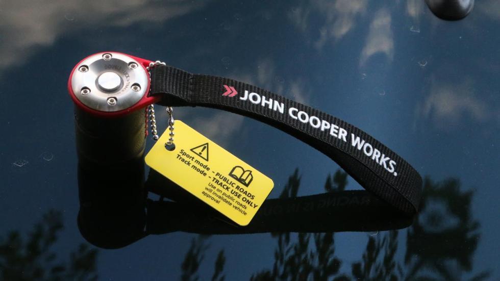Prueba Mini JCW utilitario deportivo escape activo divertido