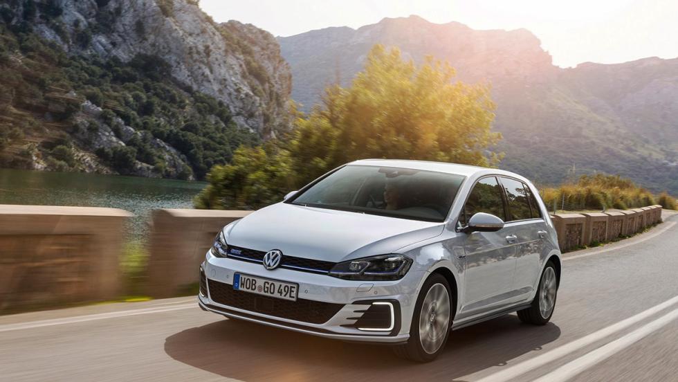 Todos los coches híbridos que puedes comprar - Volkswagen Golf GTE