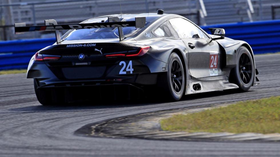 Brutal paso por curva del BMW M8 LE MANS
