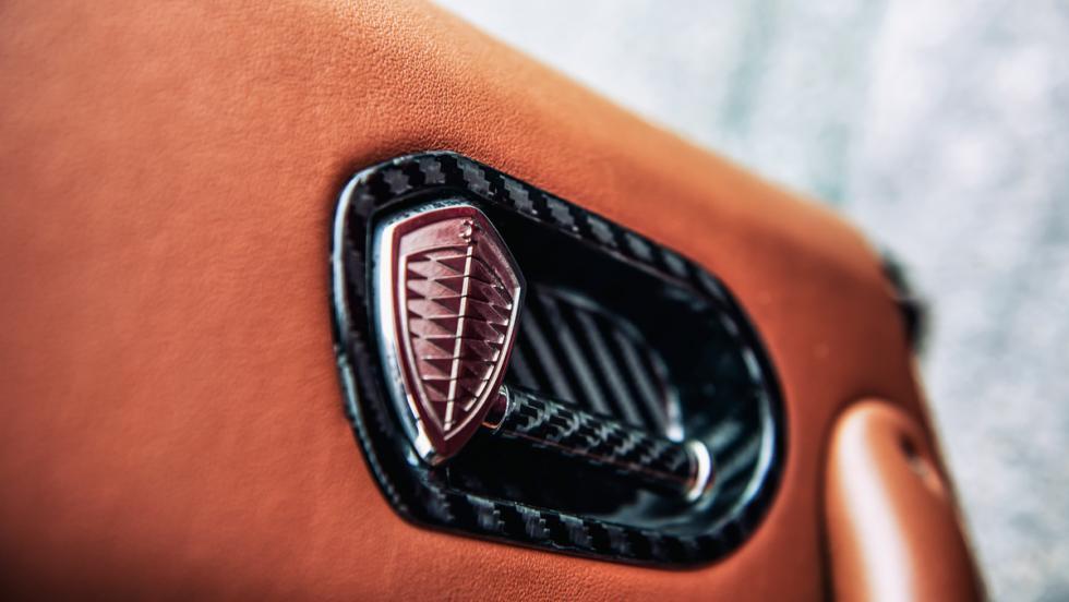 Koenigsegg Regera (puerta)