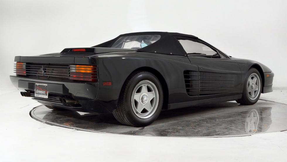 Plano lateral posterior del Ferrari Testarossa Michael Jackson