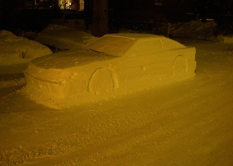 Toyota Supra hecho de nieve