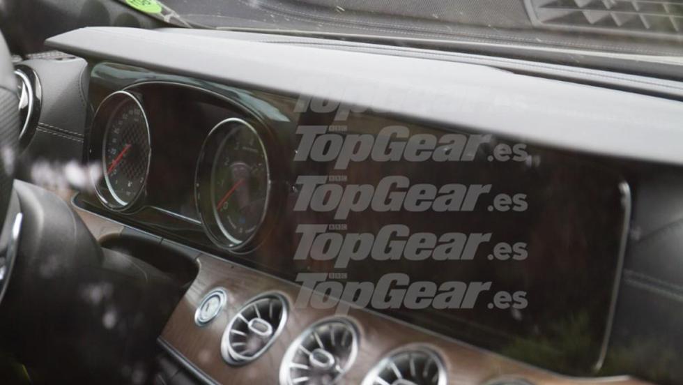 El Mercedes-AMG GT de cuatro puertas... ¡cazado en la calle!