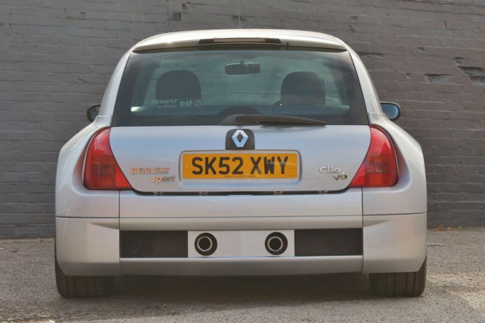Un Renault Clio V6 con 80.000 kilómetros sale a subasta