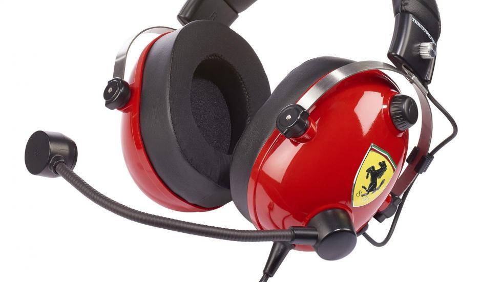 Auriculares Thrustmaster T Racing Scuderia Ferrari Edition (detalle)