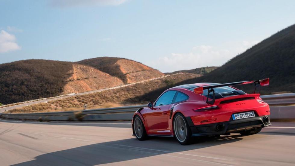 Porscge 911 GT2 RS o Mercedes-AMG GT R