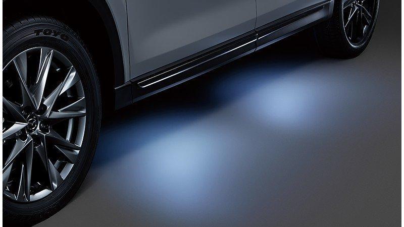 Mazda CX-8 Salon Tokio 2019 (estriberas iluminadas)