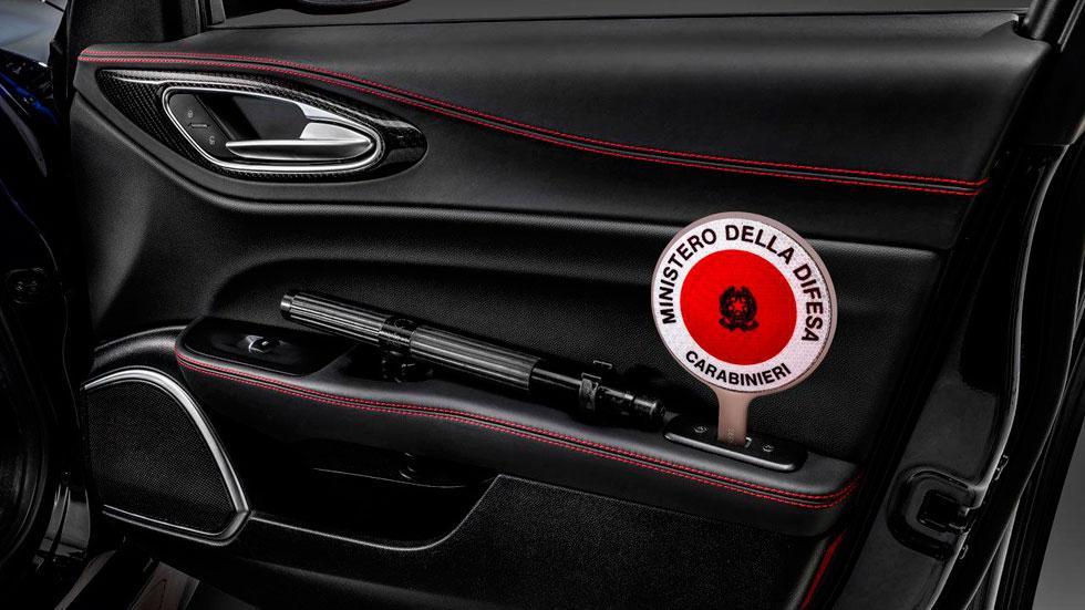Alfa Romeo Giulia QV detalle interior equipamiento coches policia