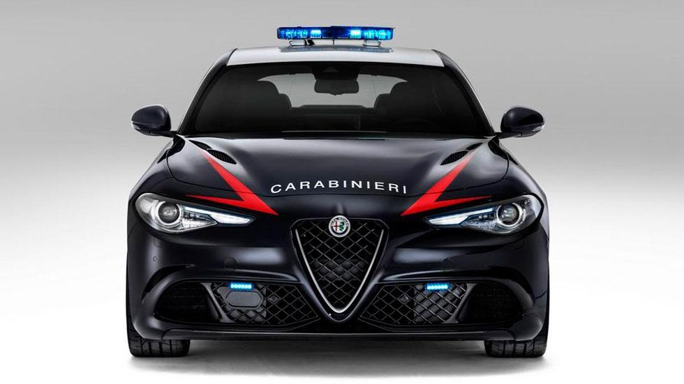 Alfa Romeo Giulia QV frontal Policía Carabinieri