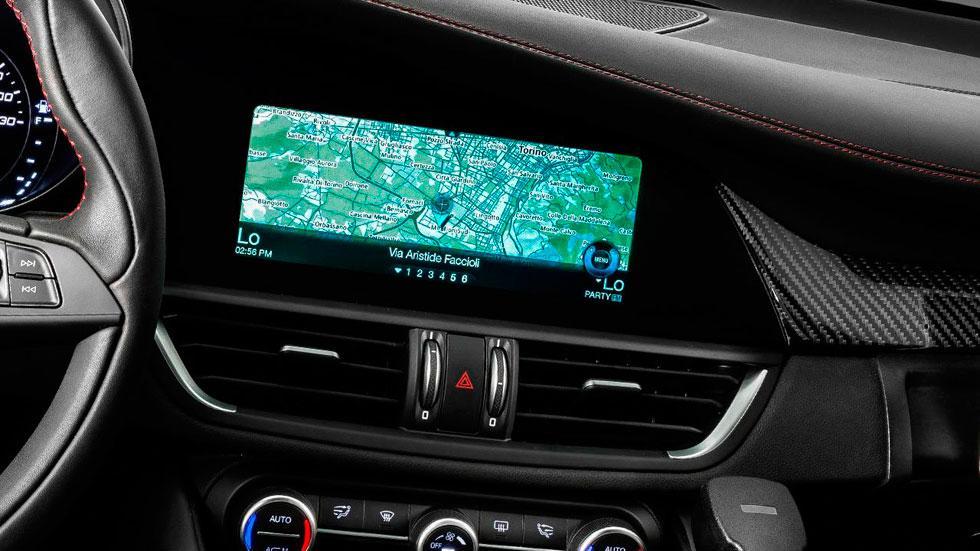 Alfa Romeo Giulia QV navegador policia entretenimiento