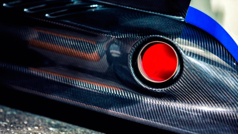 Aston Martin Vulcan, escapes