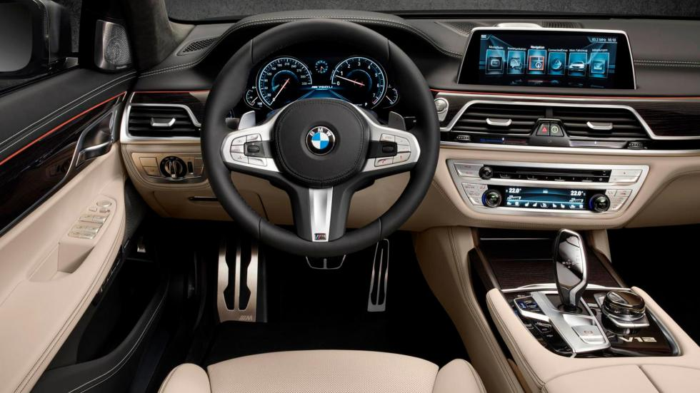 BMW M760Li XDrive, interior