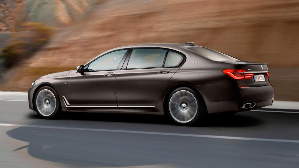 BMW M760Li XDrive, lateral