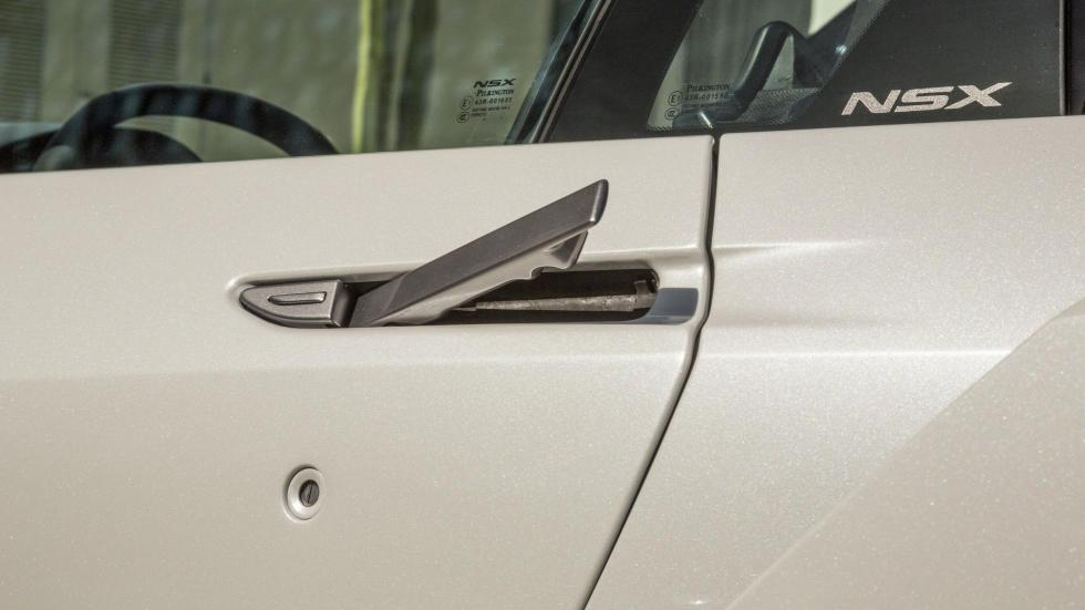 El tirador de apertura de la puerta queda oculto