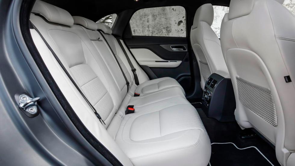 Jaguar F-Pace, asientos traseros