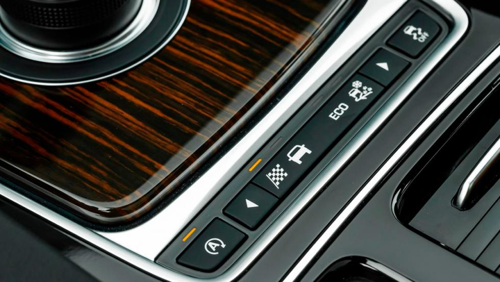 Jaguar F-Pace, detalle botones