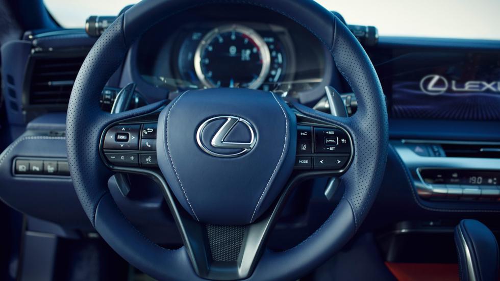 Lexus LC 500h, volante