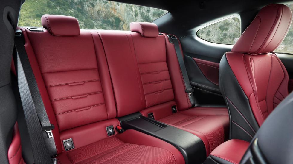 Lexus RC 300h, asientos traseros