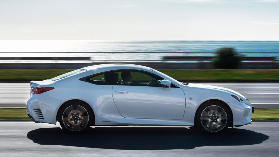 Lexus RC 300h, dinamica