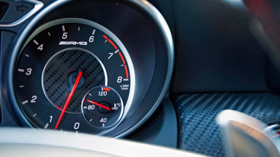 Mercedes A45 AMG, detalle relojes