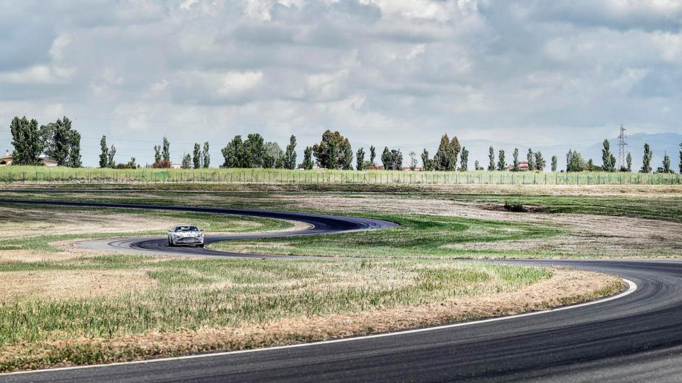 Prueba Aston Martin DB11 curva