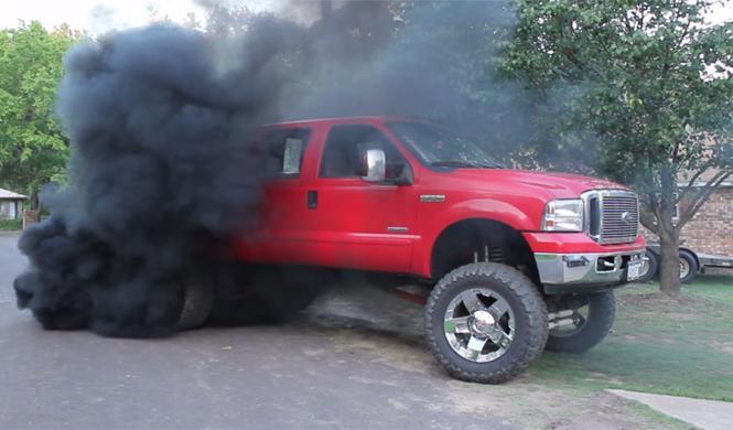 Prohíben modificar pick-ups diésel para producir humo