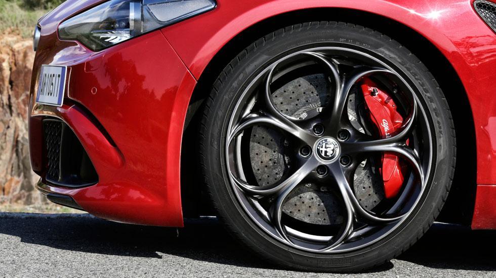 Alfa Romeo Giulia QV llantas bonitas negras